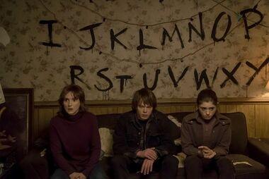 Stranger Things : heureux les fêlés, ils laissent passer la lumière